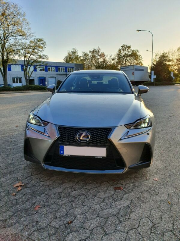 Lexus IS 300h F SPORT absolute Vollausstattung